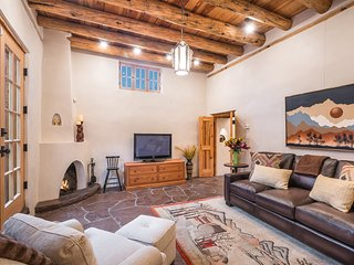 Corazon - Historic Luxury, Just Blocks to the Plaza, Excellent Outdoor Space