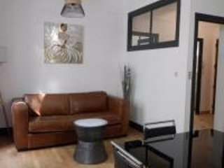 Petit salon séjour télé écran plat