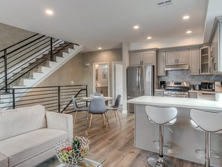 Luxury LA Home★3Bd/3Ba Tri-Level★Brand New