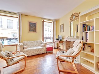 UNIT001 Panthéon cosy studio apartment 3 pax