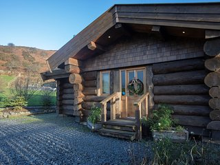 73275 Log Cabin situated in Coniston Water (9mls S)