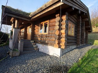 73276 Log Cabin situated in Coniston Water (9mls S)