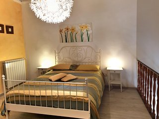 Naples Apartment Sleeps 4 with Air Con and WiFi - 5673742