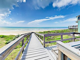 3BR, 3BA Port Aransas Lost Colony House—Large Deck, Boardwalk to Beach, Pool