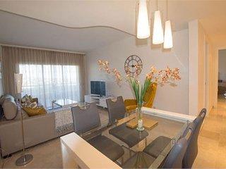 Cozy apartment, fantastic golf views in Elviria