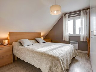 Erdeven Holiday Home Sleeps 8 with Free WiFi - 5714833