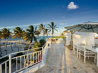 Grand Opening Sp 15% off - Penthouse -Stunning Newly Renovated Ocean Front Villa
