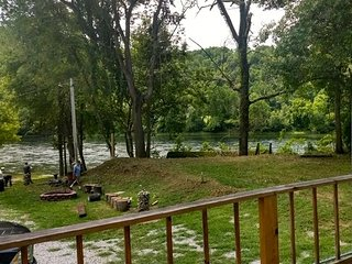 White River Cabin Rivers Edge Great Access and views 1 King Bed 1 Bath Kitchen