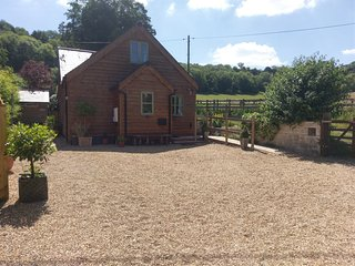 Semi Rural Eco Cottage in Streatley Nr. Reading adjacent National Trust Land