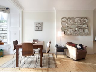 Gorgeous flat on fashionable Bruntsfield Links.10mins to Edinburgh Castle area