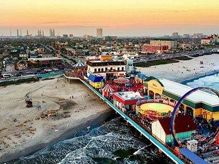 Casa Sea Spell, Pet Friendly, Two Blocks to beach, Pleasure Pier & Restaurants