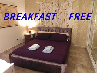 Doble room,bathroom,breakfast,TV,wi-fi.pool