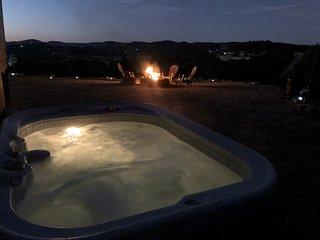 Private | Quiet | Pet Friendly | Hot Tub | Bandera Texas
