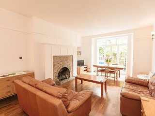 Cosy 2BR, City Centre Apartment