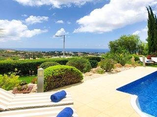 VILLA FRENKIE, 5 Bed, Panoramic Views, Private Pool, Hot Tub, Games Room