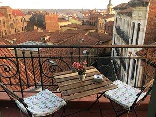 LaCasaVerde. Precioso atico con terraza junto C/Ancha. 2 hab. Banera hidromasaje