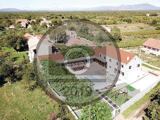 4 bedroom Villa in Pula, Sibensko-Kninska Zupanija, Croatia - 5737116