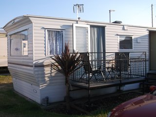 2 Bedroom Cosy Caravan Near the beach