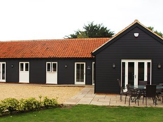 Single Storey Barn In Norfolk Sleeps 8 Child & Pet Friendly Superhost