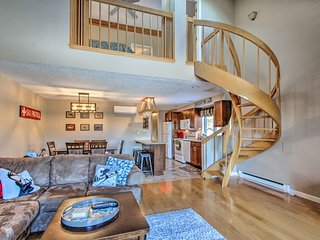 NEW! Ski Condo w/Pool-Mins to Story Land+Attitash!