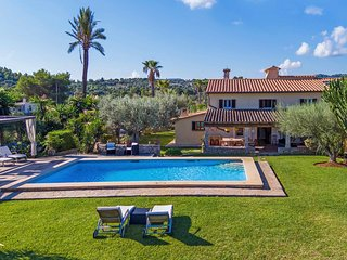 Villa Can Papa - Heated Pool in Large Garden