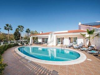 5 bedroom Villa in Areias de São João, Faro, Portugal - 5736980