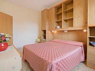 Marina di Bibbona Apartment Sleeps 6 with WiFi - 5736966
