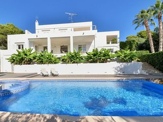 4 bedroom Villa with Air Con, WiFi and Walk to Beach & Shops - 5717732