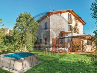 3 bedroom Villa in Montemagno, Tuscany, Italy - 5737193