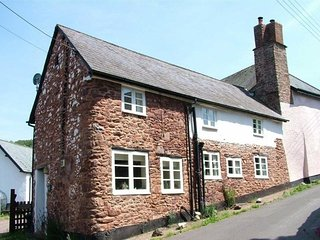 Yew Tree Cottage, Timberscombe - Characterful cottage in Timberscombe, sleeps 4
