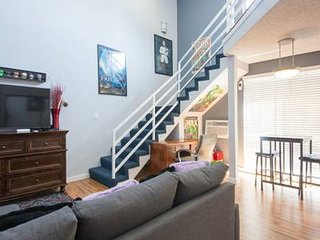 LARGE - 2 Floors/Story home in center of Hollywood on Walk of Fame