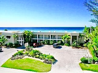 DIRECT BEACH FRONT CONDO  ** SPECIAL **  April 2 - 6