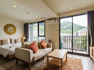 Patong Mountain View Studio with Rooftop Sea View Pool