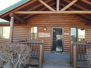 Beautiful Eagle Pines Cabin wifi/DirectTV in Bison Ranch w fishing, horse riding