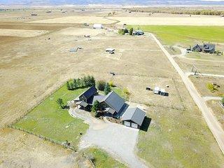 Cache Vista Ranch Unit B-near Grand Targhee skiing, Teton views, sleeps 16!!