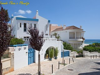 The Blue Villa : 50 m from the beach, next the Ocean, on Praia da Rocha strip
