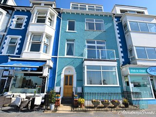 Craig Y Mor - Wonderful 3 Bedroom Top Floor Apartment, Sleeps 6