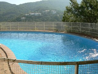 Large detached house with private pool for 16/18 people