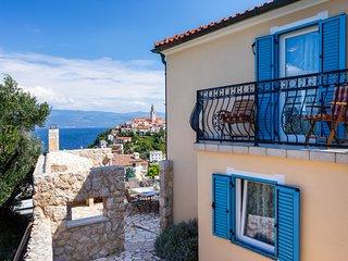Villa Pinia With Panoramic Seaview, Swimming Pool And Boat In Vrbnik