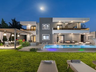 Harmony Pool Villa -Eternity ,4 min to the beach , 7 to Rhodes town (drive)