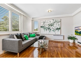 Oversized apartment close to city, parks, MCG