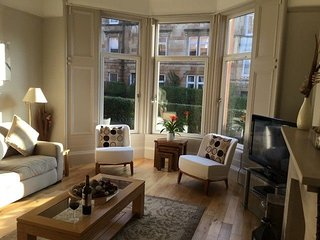 West-End Apartment - An elegant traditional Victorian Period apartment, comforta