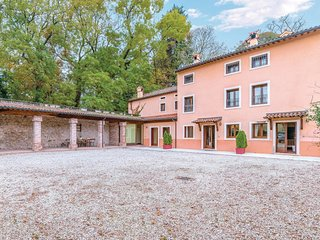 2 bedroom Apartment in Castelgomberto, Veneto, Italy - 5548434