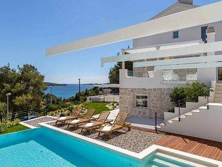 A luxury, 4 bedroom 5 bathroom villa, garden, heated infinity pool, spa, cinema