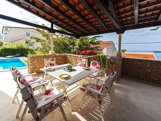 Perfect seaside home, sea view, pool garden close to everything! Villa Sandelina