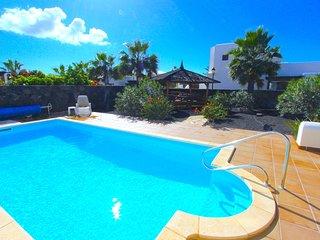 Casa Resaca, Wonderful 3 bed villa with heated pool and Wifi in Playa Blanca