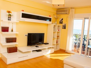 ALWAYS HAPPY, 400 m TO THE BEACH, SPACIOUS LIVING ROOM,BALCONY VIEWS,FAMILY BEST