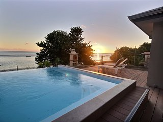 Villa avec accès direct à la mer et piscine à débordement
