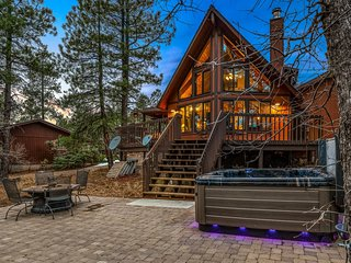 Magical, Marvelous Wooded Chalet!