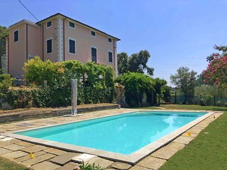 VILLA LINDA 12 PAX with Pool, Free WiFi, BBQ near to Beaches & 5Terre